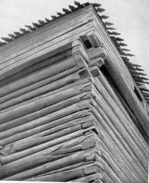 Рис.3. Фрагмент башни Якутского острога свыступающим обламом.