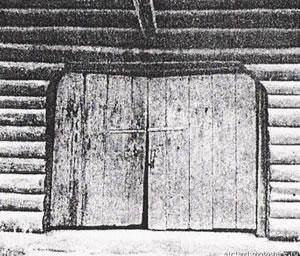 Рис.22. Ворота проездной башни Якутского острога дореставрации 1981г.